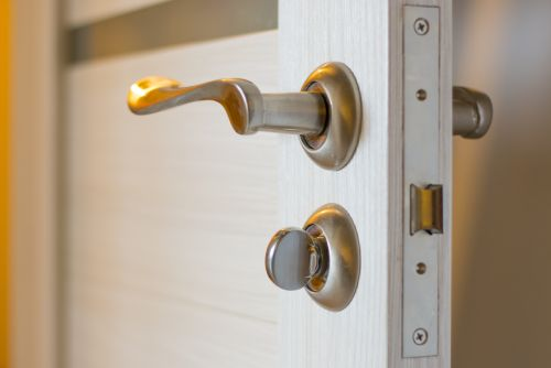 Porte tubulaire de grande qualité et d'un esthétisme agréable pour l'intérieur de votre maison