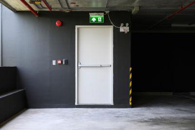 Portes coupe-feu dans un bâtiment